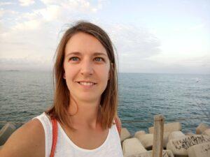 headshot of Dr Sarah Wettstadt: science writer and science communicator